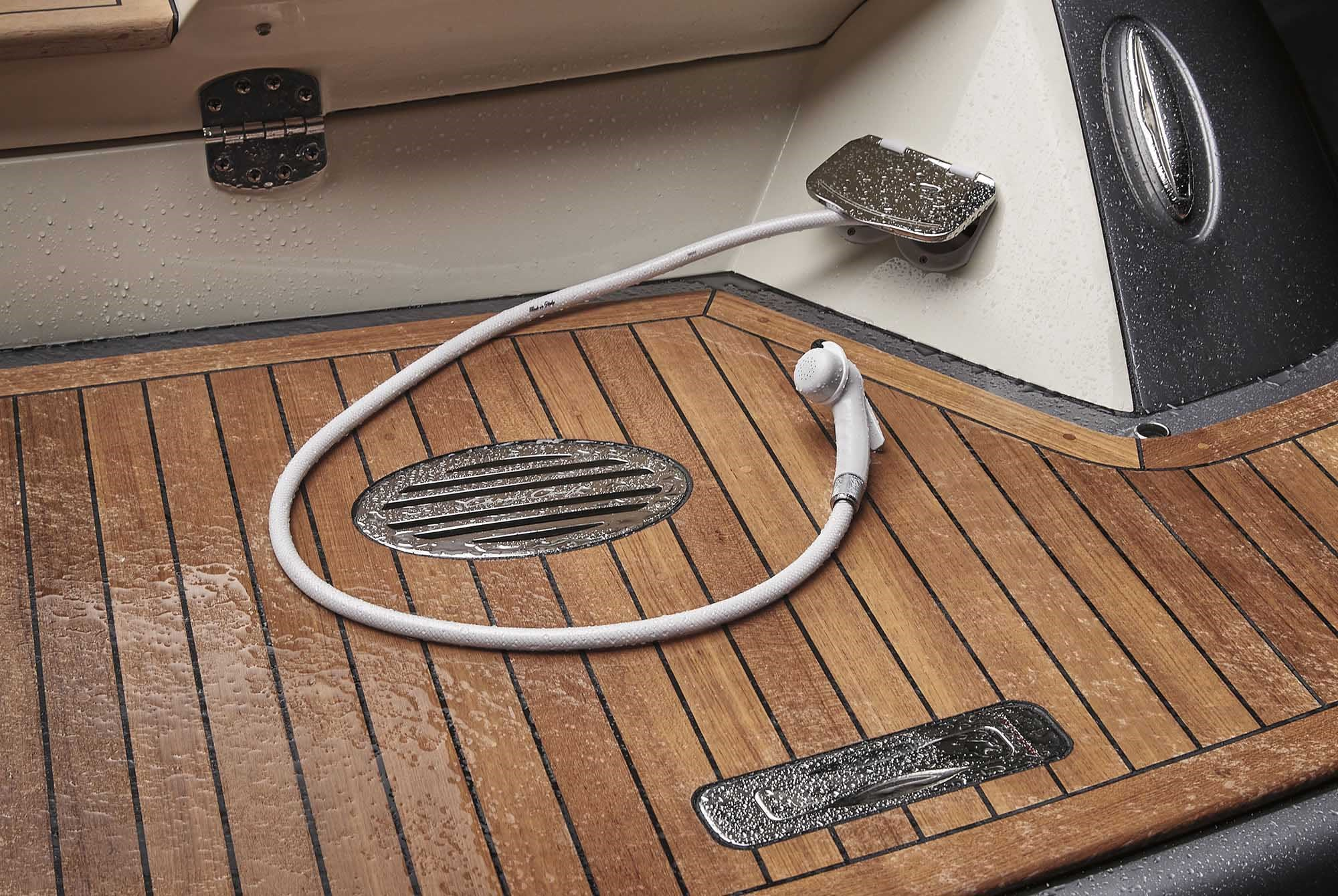 Corsair 34 | Chris-Craft Boats