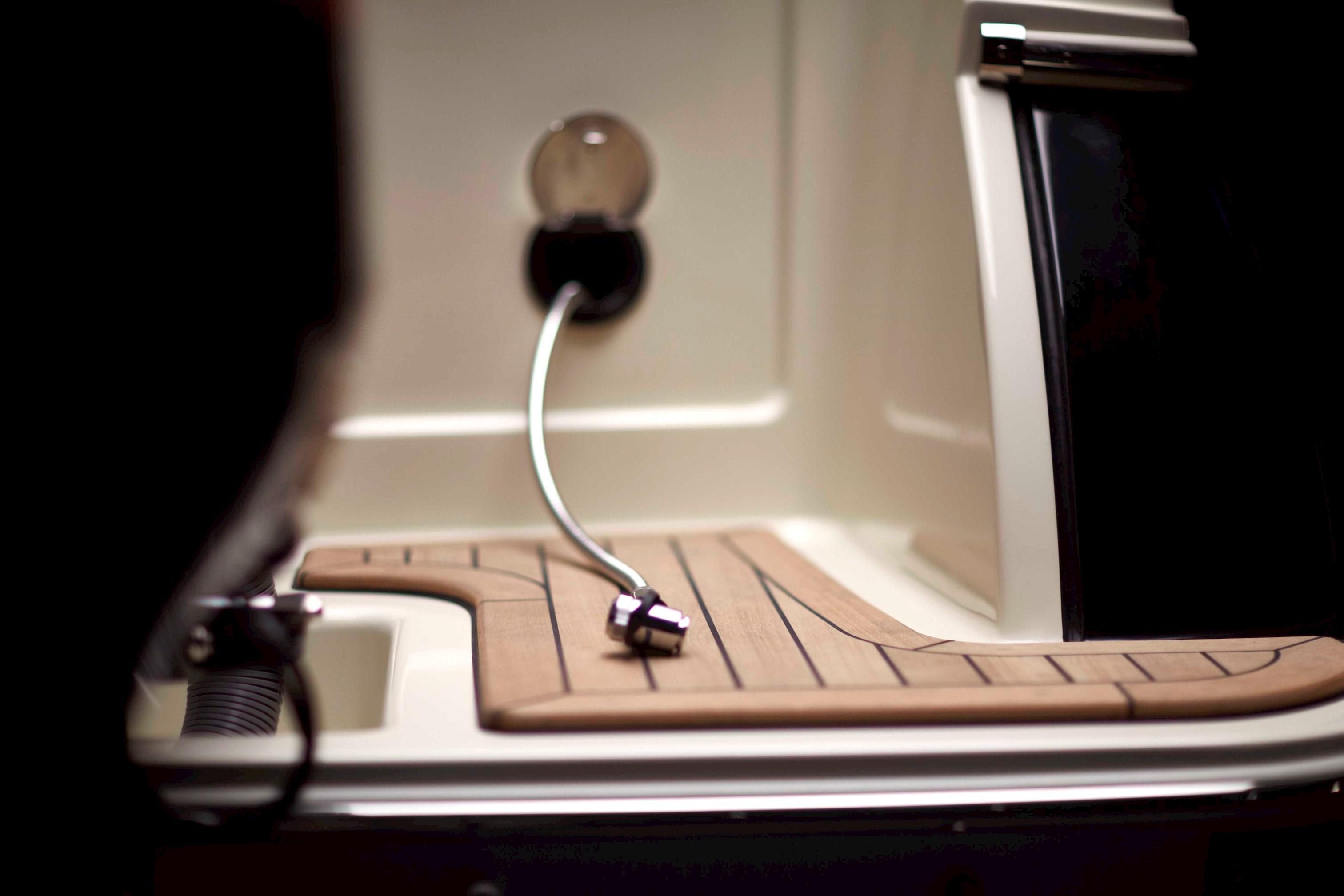 Calypso 30   Chris-Craft Boats